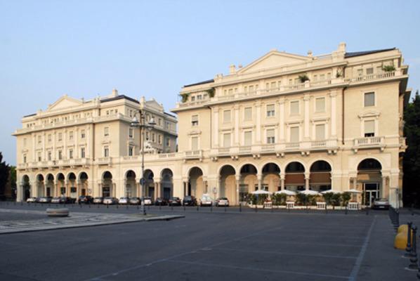 Nuovi stalli blu anche in piazza Martiri
