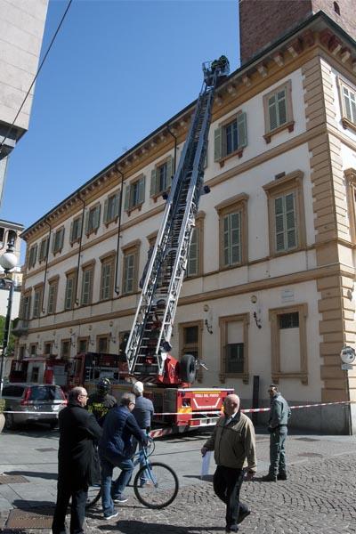 A Palazzo Natta verifiche dei Vigili del Fuoco. Foto Finotti