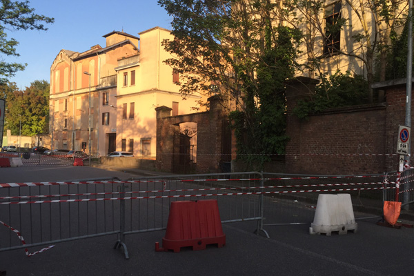 Edificio a rischio crollo: chiusa via Visconti