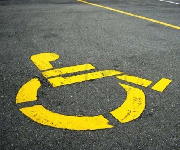Marco, disabile, multato nello stallo riservato ai portatori di handicap