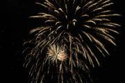 A Ferragosto, grigliata alla Casa sul Fiume, musica dal vivo, fuochi d'artificio e sagre