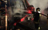 Ruspa in fiamme in un cantiere di Suno
