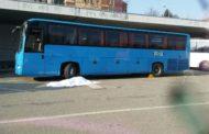 Sessantenne muore schiacciato da un bus in autostazione