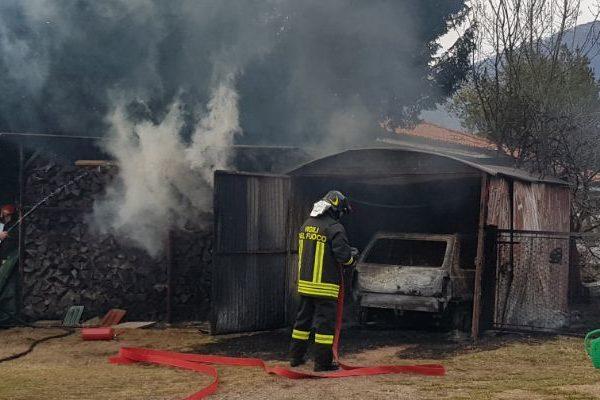 casa, auto e box in fiamme