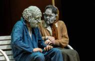 La morte a teatro, senza esagerare, con uno spettacolo di maschere al Faraggiana