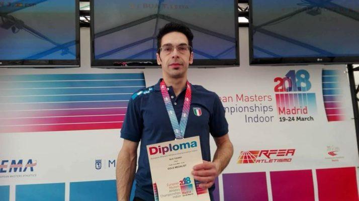 Con 13,60 mt Tiziano Bua classe 1975 del Team Atletico Mercurio si è aggiudicato a Madrid il titolo europeo Master nel salto triplo.