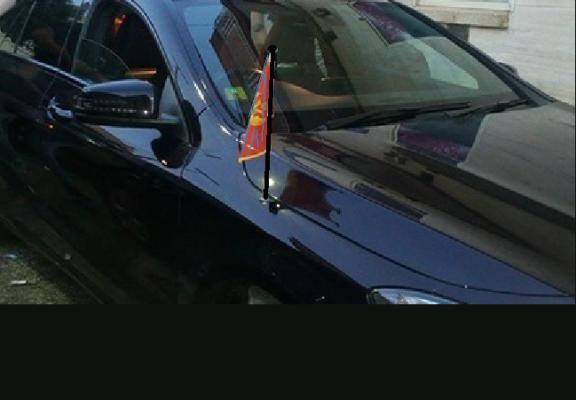 Auto di rappresentanza, distintivi e bandiera dell'Onu: finto diplomatico nei guai
