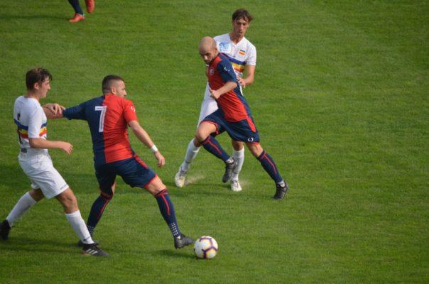 Calcio Eccellenza. Il derby è rossoblù. Corsara è la Ro.Ce