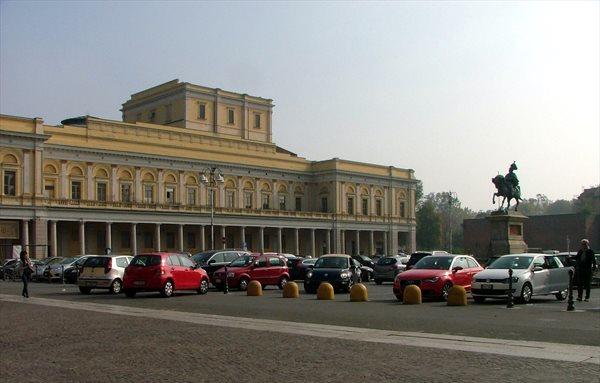 piazza martiri novara