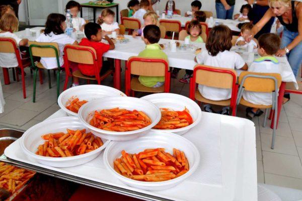 Imparare a mangiare? Meglio farlo da piccoli: un convegno al Broletto