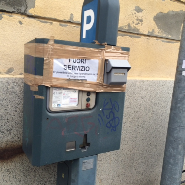 Il Comune è alla canna del gas, ma spende 21500 euro per lo scuolabus dei nomadi...che, però, è sempre vuoto!