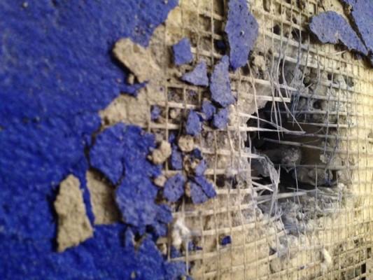 muro-di-berlino-caduta-picconate (biografieonline.it)