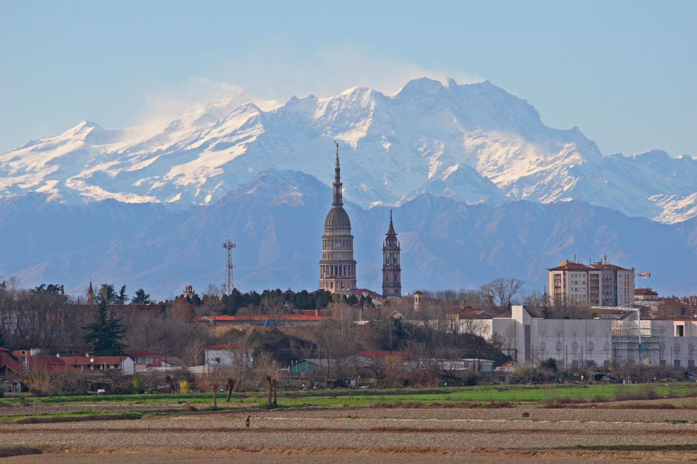 Per il Novara, a Cremona, basta un goal del bomber di scorta Corazza