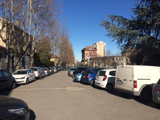 parcheggio libero dietro liceo