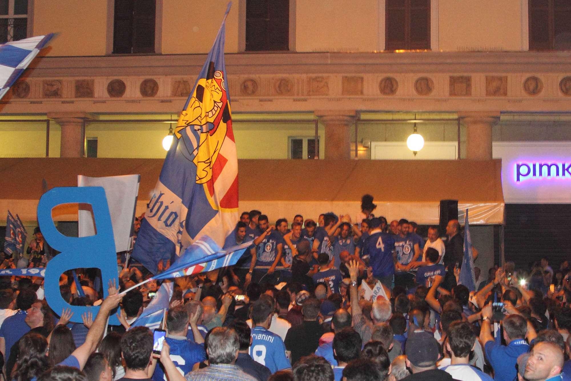 L'omaggio di Novara alla squadra degli azzurri, tra passione, tifo e sogni che si realizzano