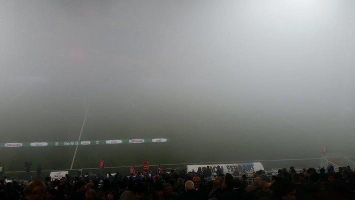 Nebbia allo stadio