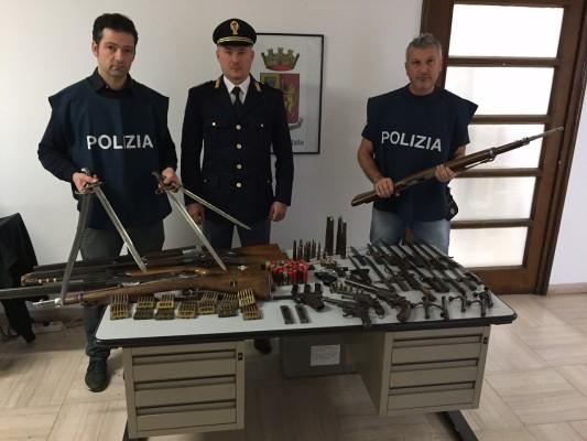 Poliziotti armi