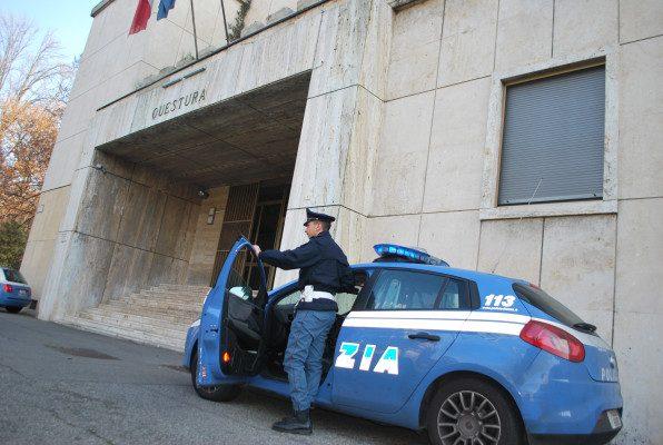 abusi sessuali studentesse professore storia filosofia Liceo Novara Polizia