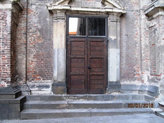 Rimossi i graffiti dalla facciata della Basilica. Costo: 3.500 euro