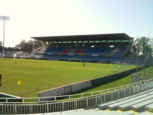 Il Novara calcio presenta Zigoni e mercoledì scende in campo in Coppa Italia. Diretta e differita Radio e TV.