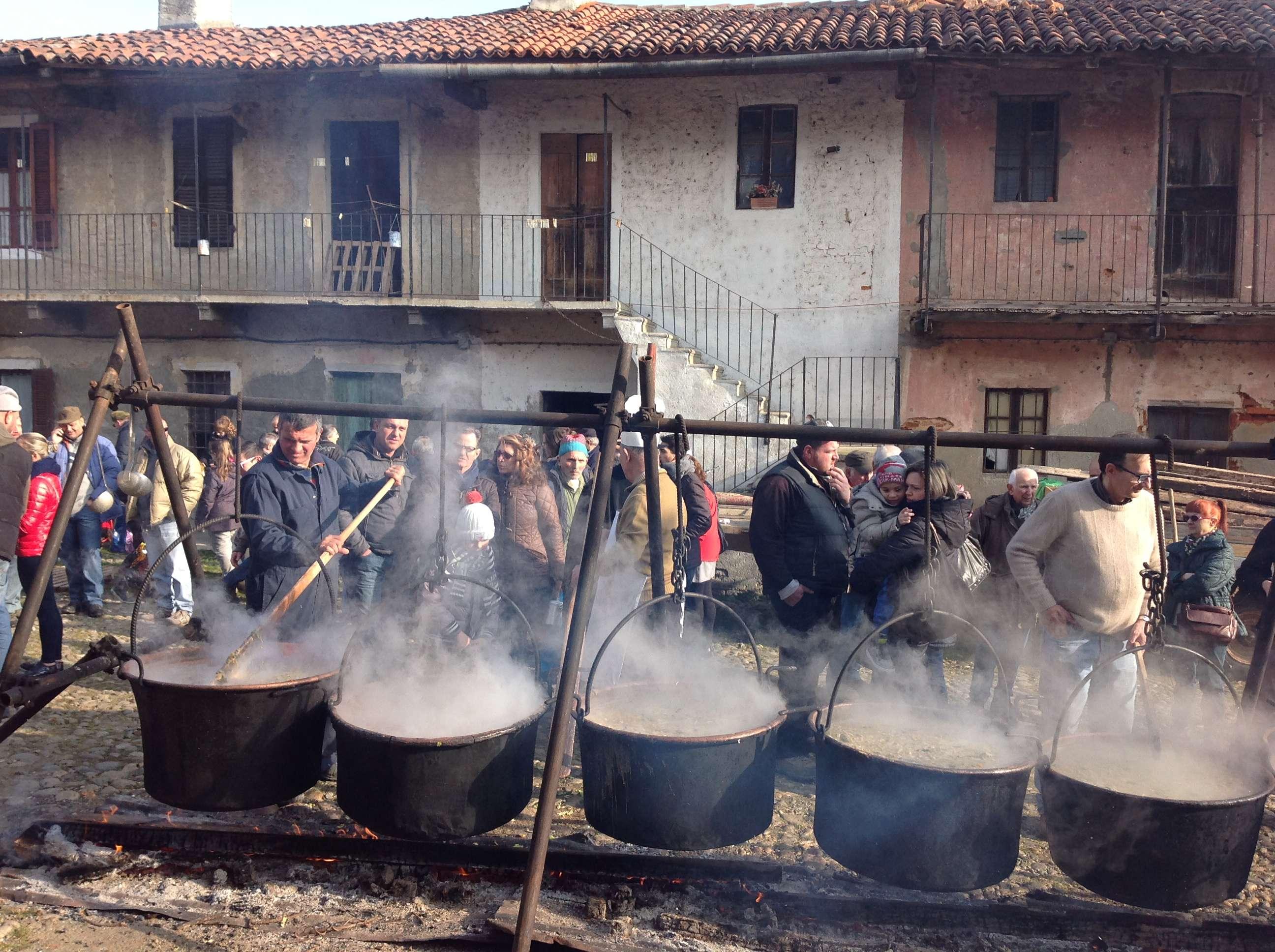 Alla Badia di Dulzago si celebra San Giulio. Fotogallery della manifestazione