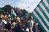 In 300 per sostenere i lavoratori dell'ex Verbano: la protesta dei metalmeccanici blocca corso Risorgimento