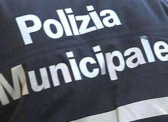 Un bimbo di due anni è stato ritrovato dalla Polizia Municipale. La mamma, di origine senegalese, è stata denunciata