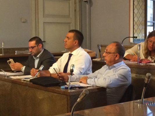 Migranti: Migranti: Io Novara e Fi critici verso le politiche in materia dell'attuale amministrazione