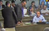 Espulso dall'aula dal presidente Murante. Andretta: «Un gesto arrogante e inaccettabile»