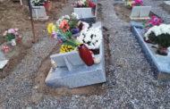 Cede il terreno per la pioggia battente al cimitero di Novara: e le bare sprofondano