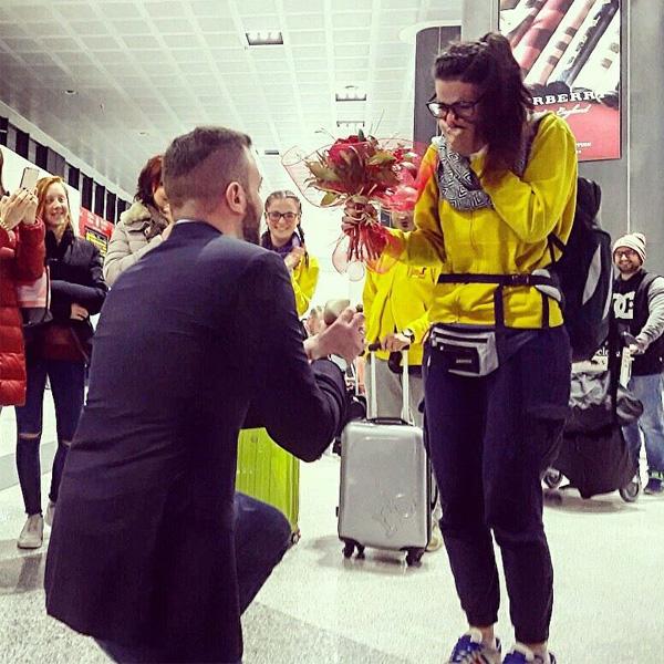 Matrimonio In Ecuador : Le chiede di sposarlo a malpensa al suo rientro dall ecuador