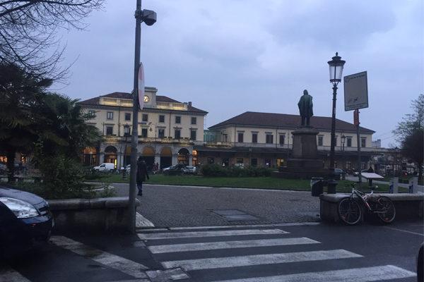 Novara, pedone investito davanti alla stazione