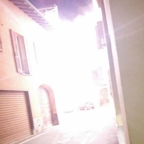 Cabina dell'Enel prende fuoco