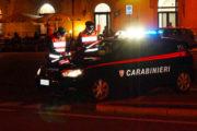 Propone soldi ai carabinieri per evitare l'arresto