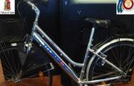 """In 2 in treno con 4 biciclette: """"Le abbiamo comprate a Vercelli"""", ma il negozio risulta chiuso"""