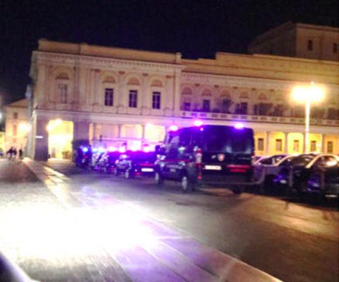 Picchia e rapina la compagna, arrestato dai Carabinieri in piazza Martiri in stato di ubriachezza