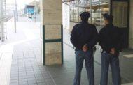 Rubano vestiti e cellulari in due negozi del centro, fermate in stazione