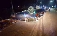 Incidente mortale: perde il controllo dell'auto e si ribalta