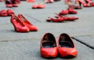 Pensieri, immagini e un tocco di rosso per dire basta alla violenza sulle donne