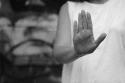 Bimba testimone delle botte casalinghe, padre condannato a 2 anni