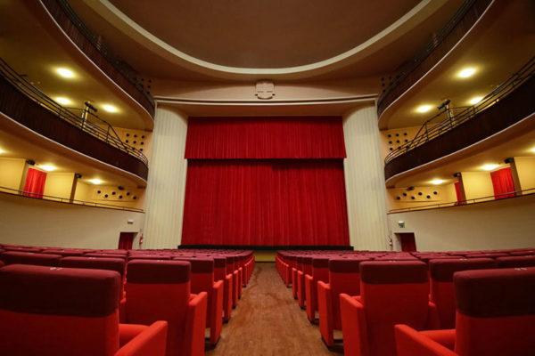 """""""Cinema e teatri luoghi dove si mostravano e insegnavano le regole"""". In un comunicato, la civile resa del Faraggiana"""