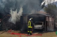 Casa, auto e box in fiamme