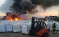 Rogo alla Ager: «autocombustione», ma la colonna di fumo nero ha creato allarme