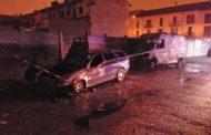 Furgone e auto divorati dalle fiamme: rogo sospetto