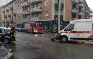 Auto si scontra con ambulanza, ferito il conducente