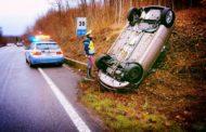 L'auto si ribalta: ferita 21enne