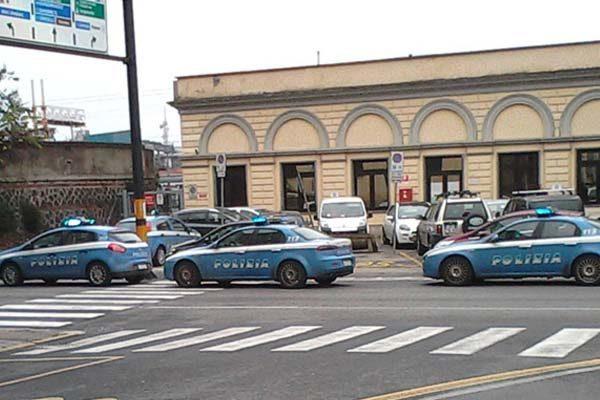 Presi ad imbrattare la carrozza del treno, tre giovani denunciati dalla Polfer di Novara