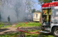 Bungalow in fiamme nel parco del Ticino - Le foto