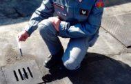 Oli esausti sversati nella fogna: scoperta un'altra officina abusiva