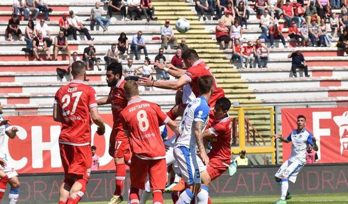 Novara appeso ad un filo sottilissimo. A Perugia un altro inutile 1-1